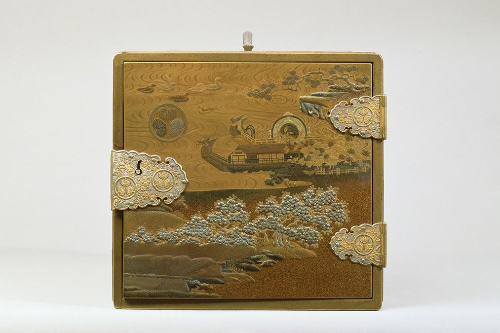 胡蝶蒔絵掛硯箱
