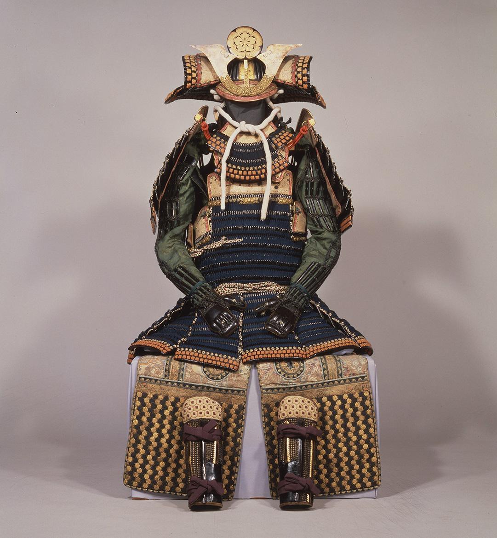 紺絲威胴丸具足<br>京都市・建勲神社蔵