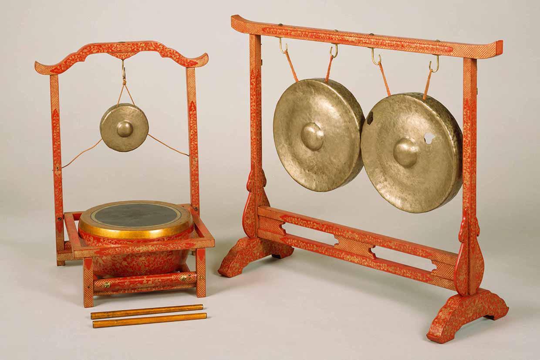 琉球楽器<br /><small>銅鑼・小銅鑼・鼓</small>