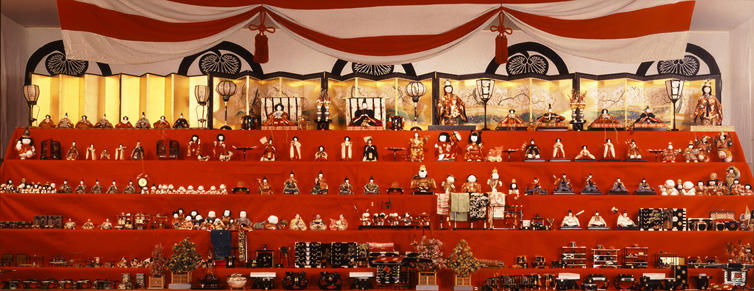 尾張徳川家 三世代の雛段飾り